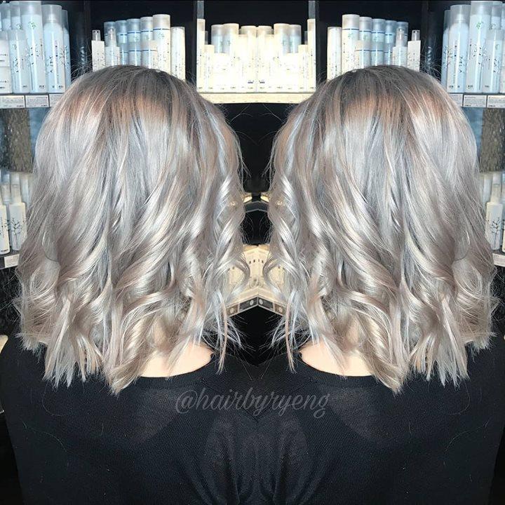 Fra varm blond til kald blond med litt mørkere skygge i bunnen (rootshadow) Juniorfrisør:…