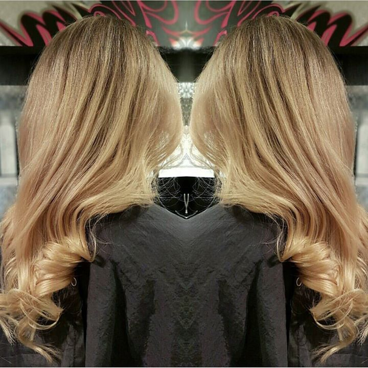 Frisør: Malin #olaplex #highlites #hairinspiration #longhair #glam_as #hairstylist #curlyhair #welovetodohair